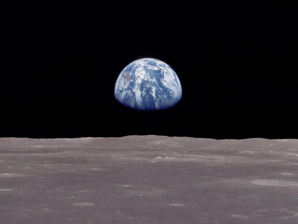 earthrise-1